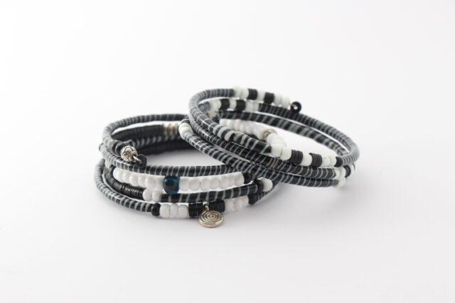 Armband - Recycling Flip-Flops - schwarzweiß - viele