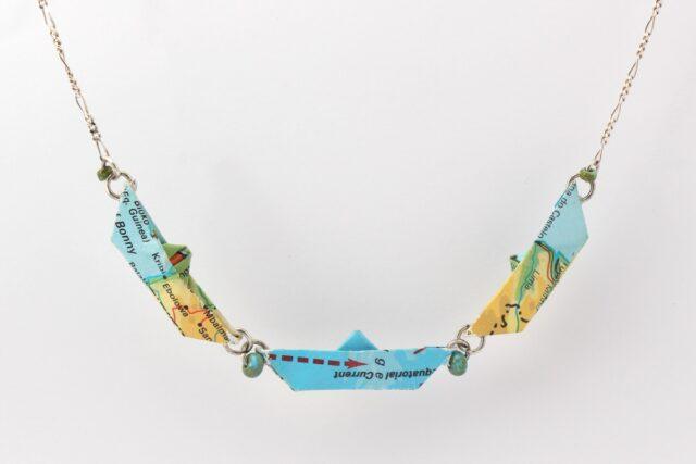 Kette mit 3 Papierschiffchen - Kollektion Freedom - blau - hängend